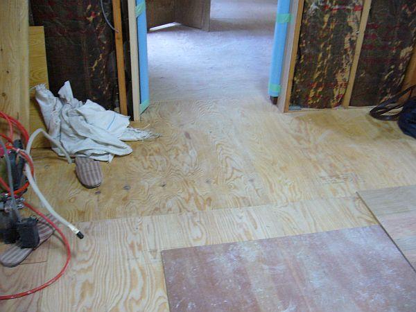 洗面ドアの床.jpg
